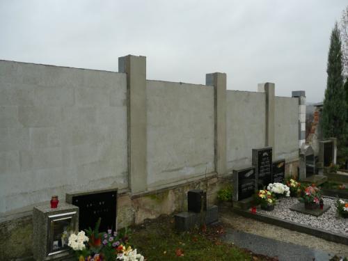 Hřbitovní zeď