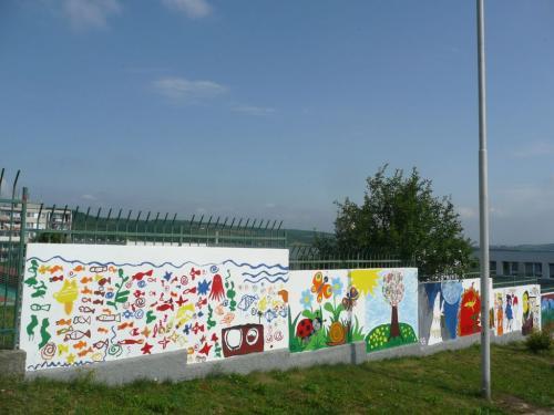 Základní škola - Zeď a výtvarné umění